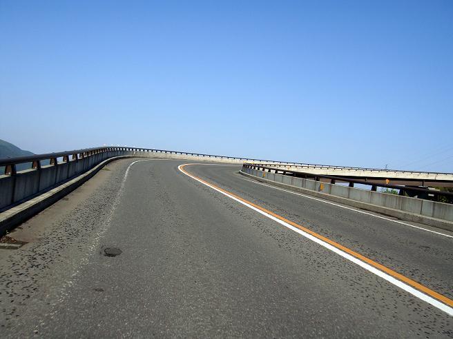 10 天空で旋回するループ橋.JPG