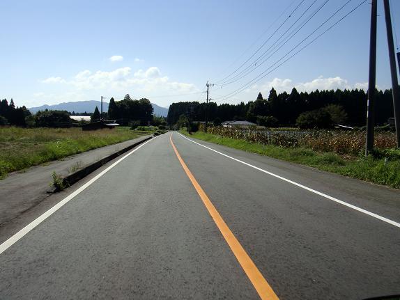 12 峠を上ると阿蘇に風景とは違った風景になるよ.JPG