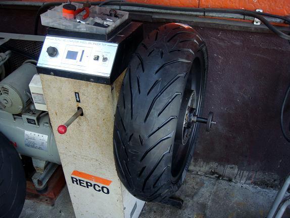 12 新しく選んだタイヤはこれです.JPG