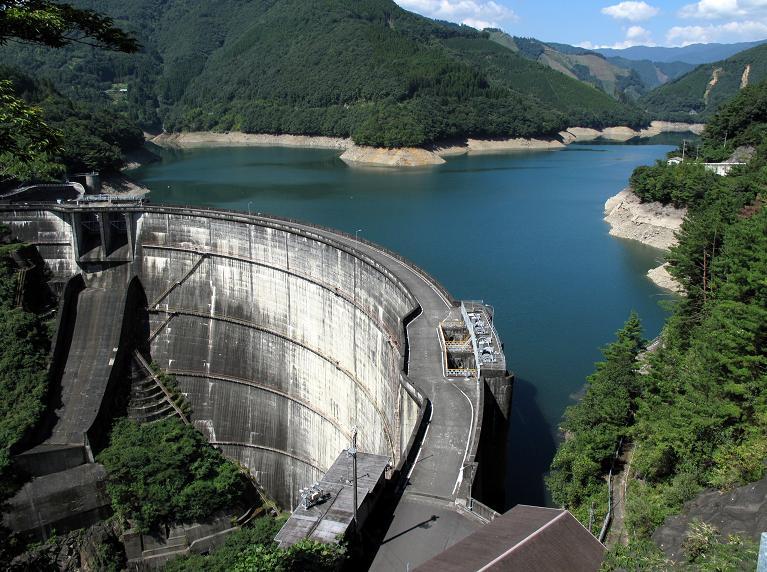 12 迫力の上椎葉ダム.JPG