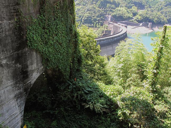 13 ダム建設時の廃墟.JPG