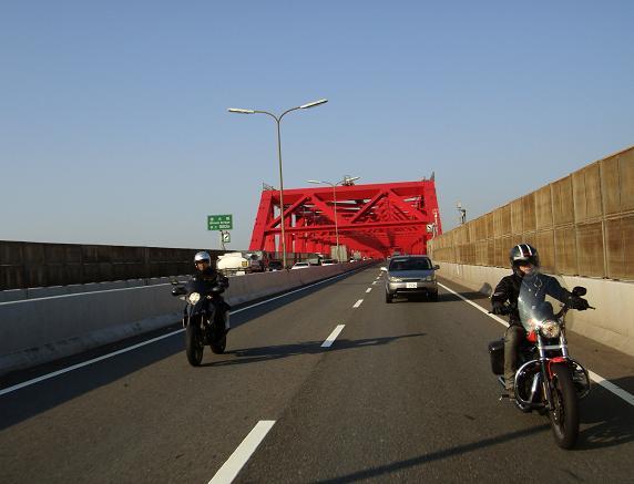 13 南港大橋を渡ります.JPG