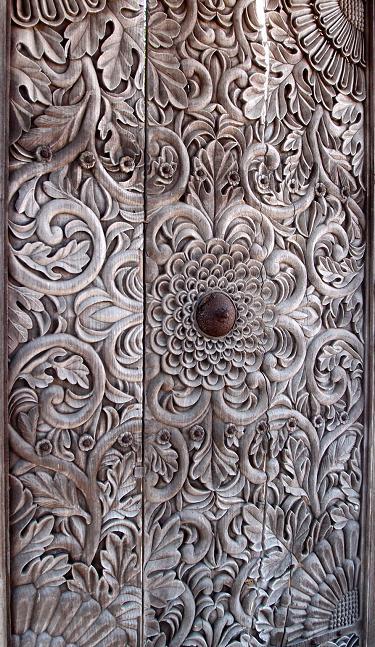 13 楼門の扉の彫刻.JPG