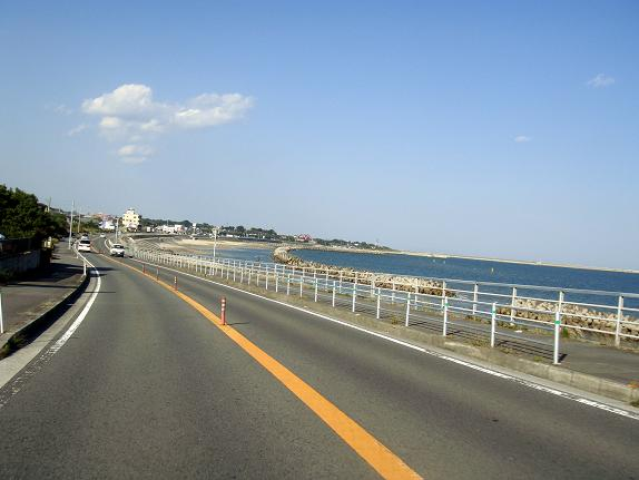 14 海沿いに気持ちにいい道に出ました.JPG