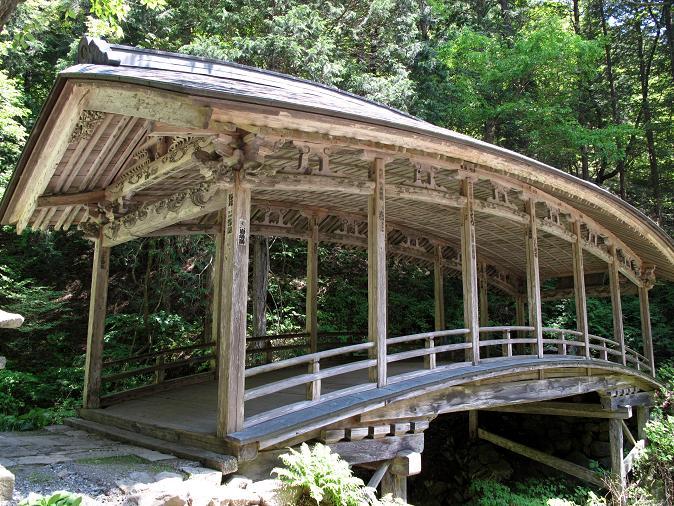 15 屋根つき橋.JPG