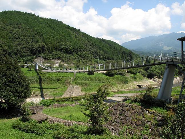 17 市房ダムのつり橋.JPG