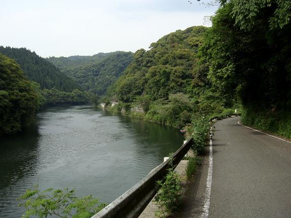 19 ダムの下のダムの上.JPG