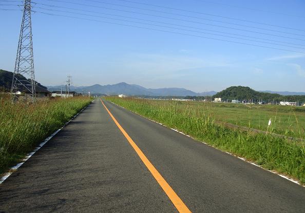 1 遠賀川の土手.JPG