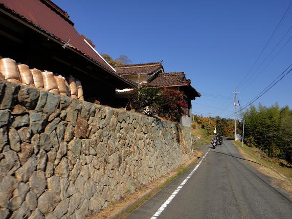 20 村の道を行く.JPG