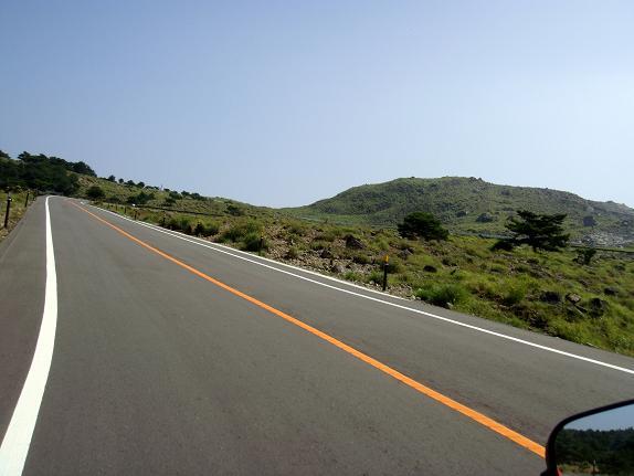 21 えびの高原の道です.JPG