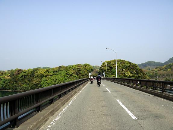 21 この橋の向こうは長崎県.JPG