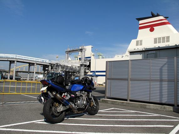 21 帰りの船もバイクが僕一台.JPG