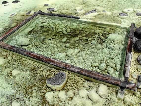 22 硫黄の結晶がビッシリ.JPG