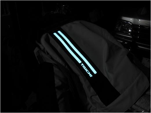 22 秘密兵器の光るジャケット.JPG