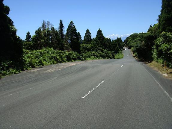 24 ダイナミックな県道.JPG