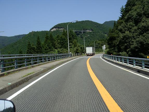 24 加久藤峠を登ってます.JPG