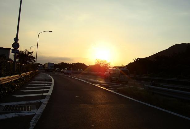 24 名神に入ると夕日が綺麗になりました.JPG