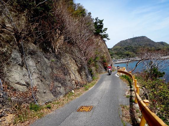 24 島の南側の道は細い.JPG