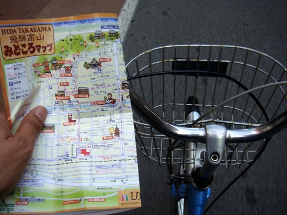 25 ホテルで自転車とマップをGET.JPG