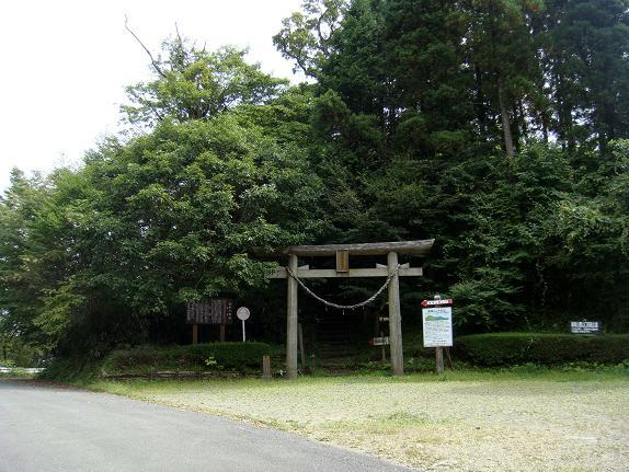 26 山頂にあった神社.JPG