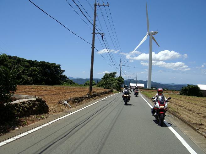 26 愛野に建つ風車.JPG