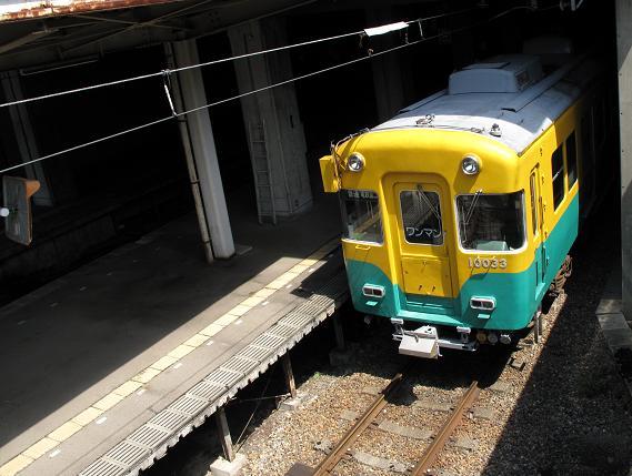 28 立山線の電車の色は可愛いぞ.JPG