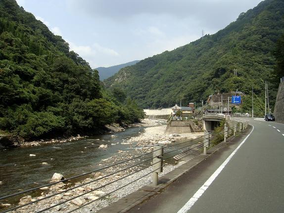 29 川辺川沿いを行く.JPG