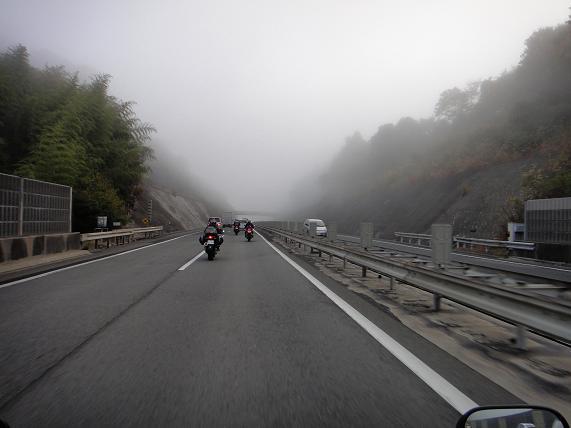 2 霧中を夢中で走る.JPG