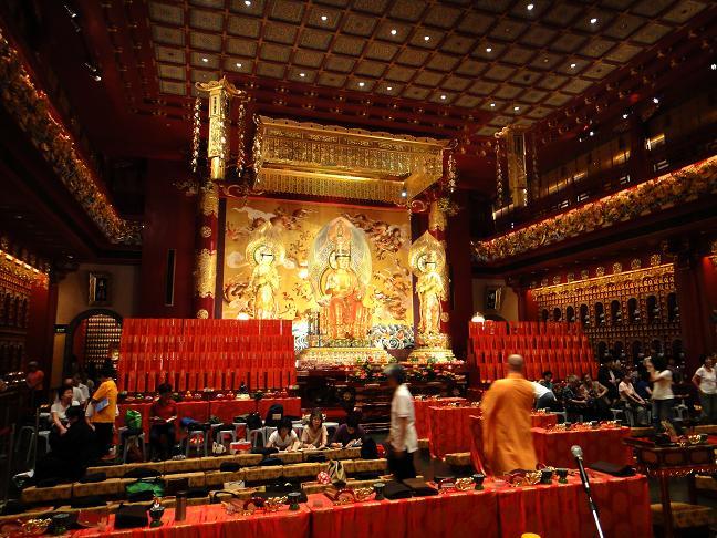 30 50億円のお寺の中です.JPG