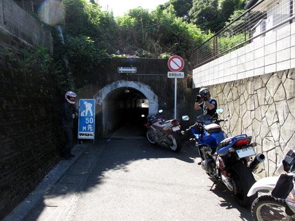 3 謎のトンネル.jpg