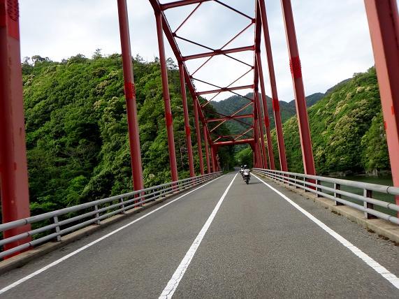 43 ダムの橋.JPG