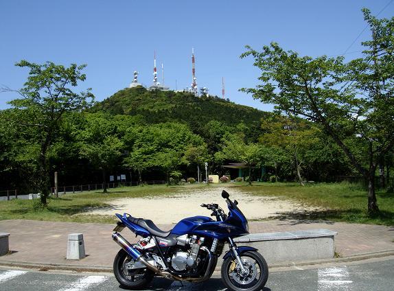 44 バイクの登ったのは初めてです.JPG