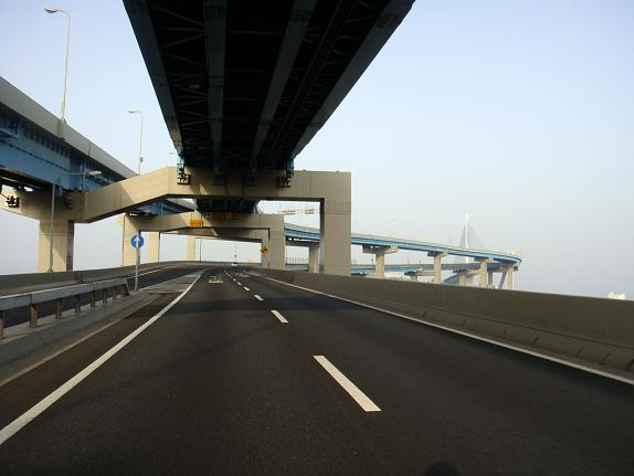 4 恐怖の荒津大橋.JPG