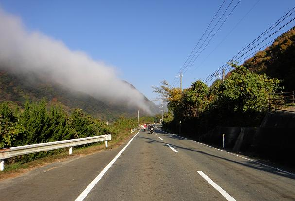 5 山から雲が襲ってきます.JPG