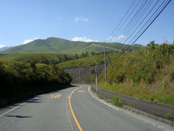 8 扇山を見ながら下ります.JPG