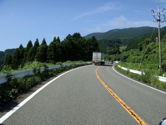 8 国見峠はタダなのでトラックがいても我慢です.JPG