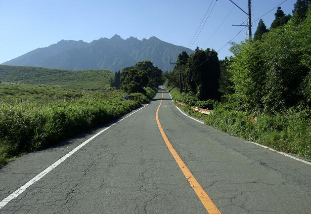 8 根子岳に向かって走っています.JPG