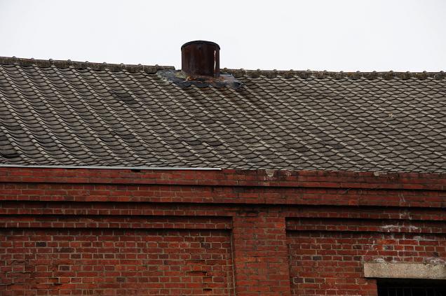 まだ屋根は付いています.JPG