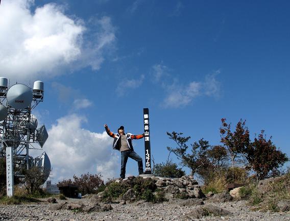 インチキでも頂上に登ったことは間違いないのだ.JPG