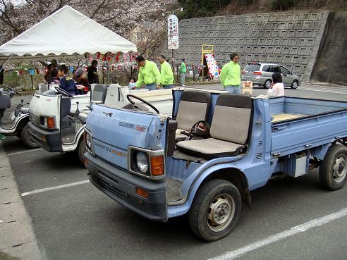 カスタムされたオープンカー.JPG