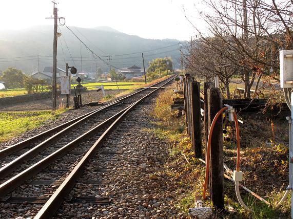 一区間だけ列車を動かしているので線路は光っています.JPG
