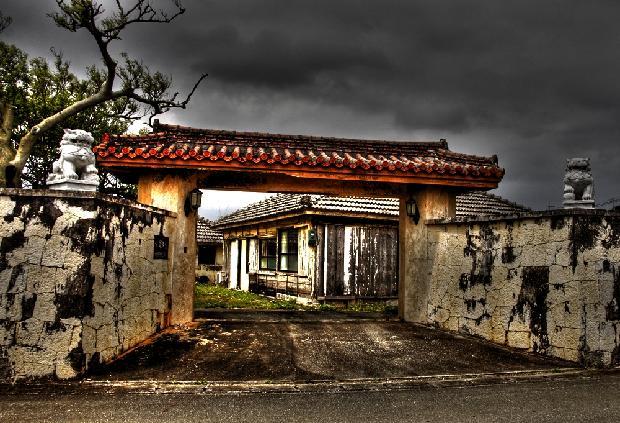 琉球建築の住宅.JPG