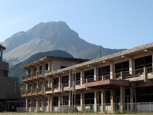 被災した小学校跡.JPG