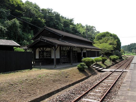 超ローカルな駅舎.JPG