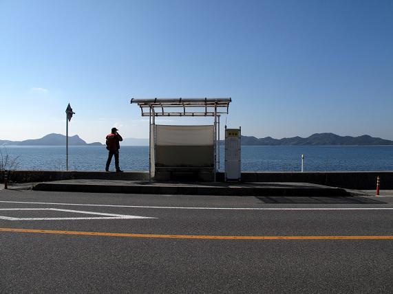 釣りしながらバスが待てるゼ.JPG