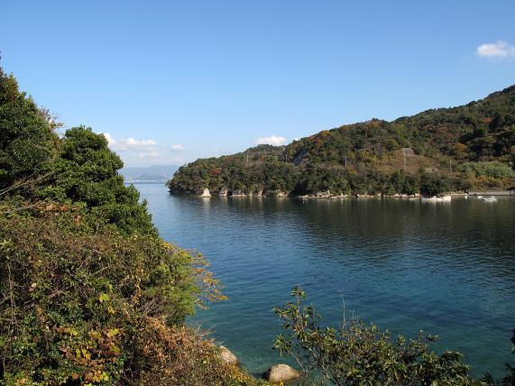 長閑な入り江に怪しい穴発見!.JPG