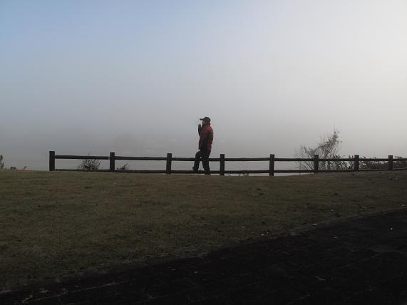 霧の中で電子タバコ吸ってもよ~わからんって.JPG