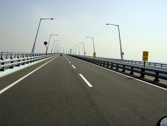 2空港までの海上道路.JPG