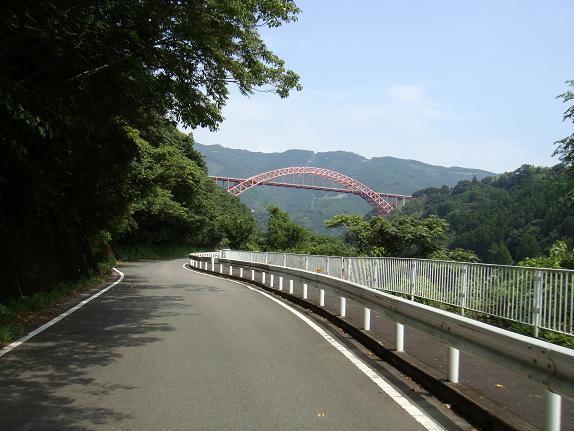 8 五ヶ瀬川にかかるでっかい橋.JPG