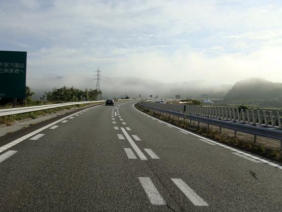 10 霧が出てるけど雲もでてるぞ.JPG